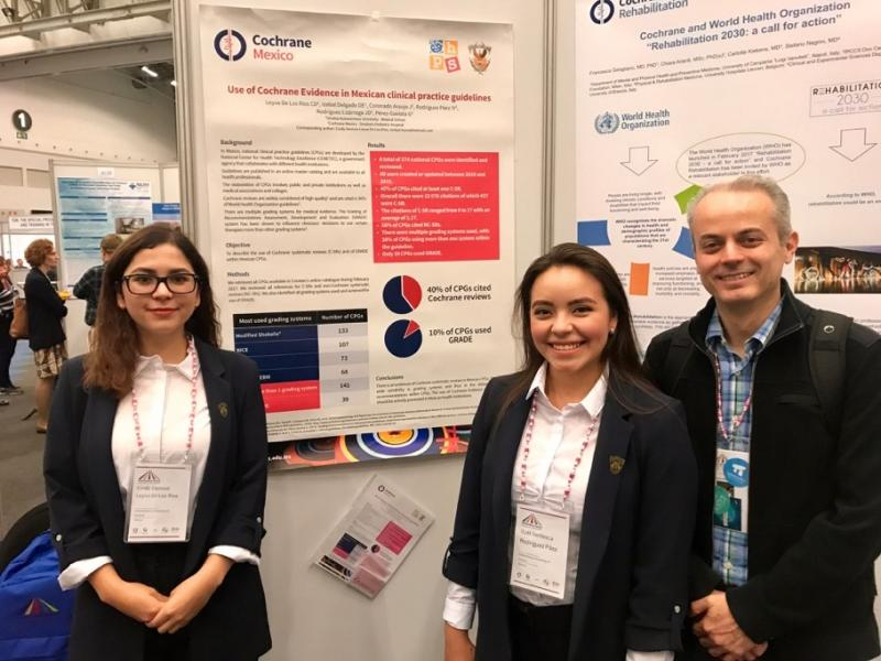 Giordano at the Global Evidence Summit with Cindy Leyva and Itzel Rodríguez, two of the students who took part in the challenge.